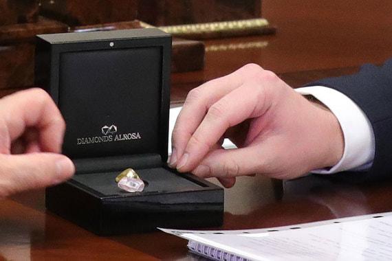 Как выглядят самые большие цветные алмазы «Алросы»