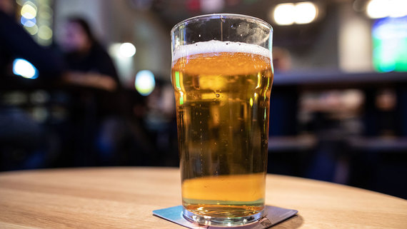 Число магазинов разливного пива сократилось впервые за пять лет