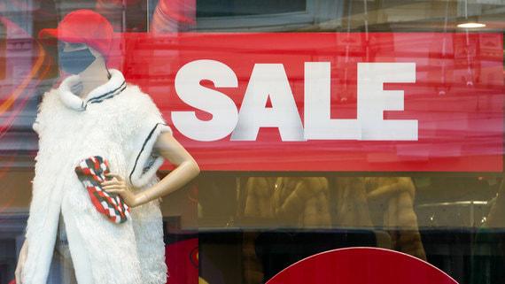 Ритейлеры не смогли распродать одежду 2020 года