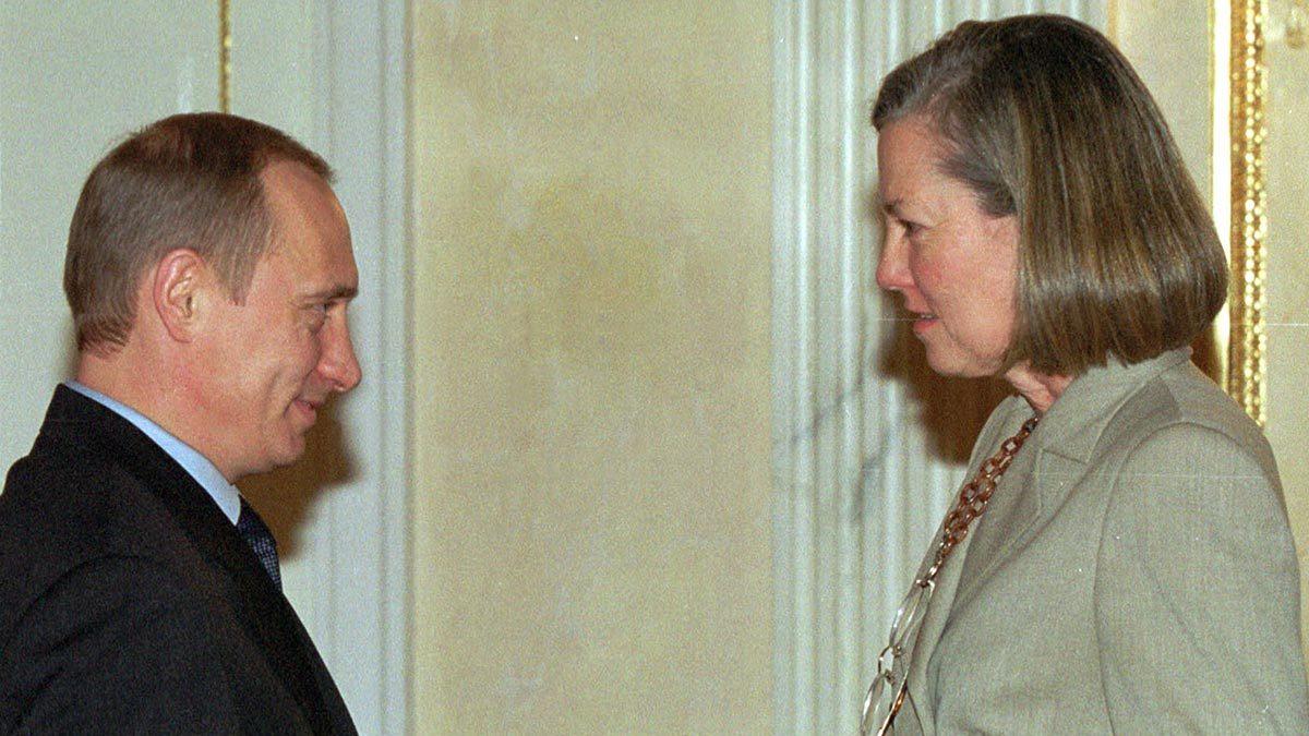Карен Хаус и Владимир Путин во время интервью для The Wall Street Journal в 2002 г.