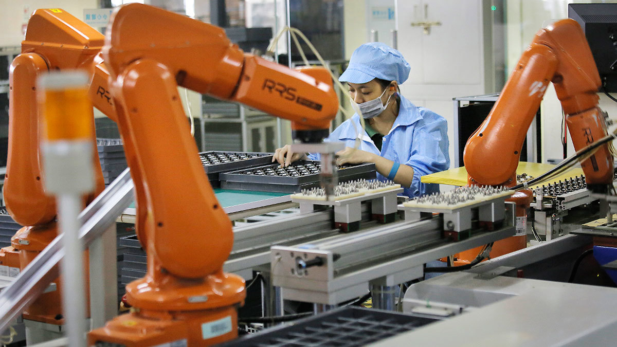 Внедрение каждого промышленного робота вытесняет из производства от трех до шести работников