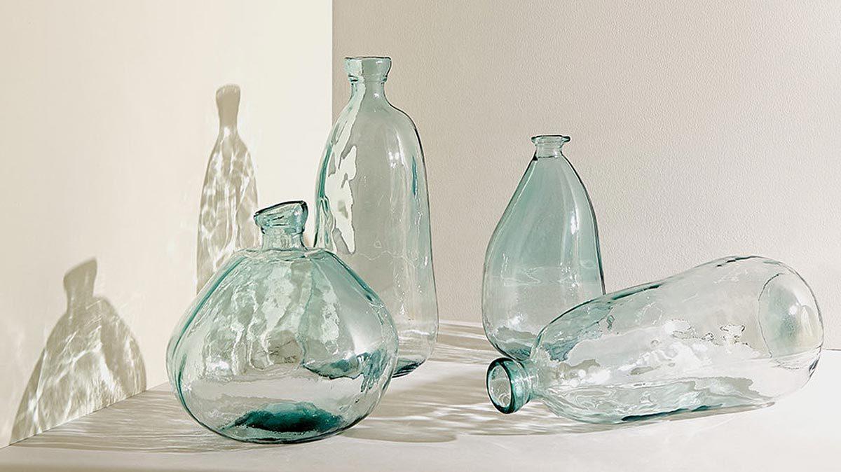 Экотренды затронули не только производителей одежды, но и посуды. Zara Home, например, выпустила коллекцию из переработанного стекла