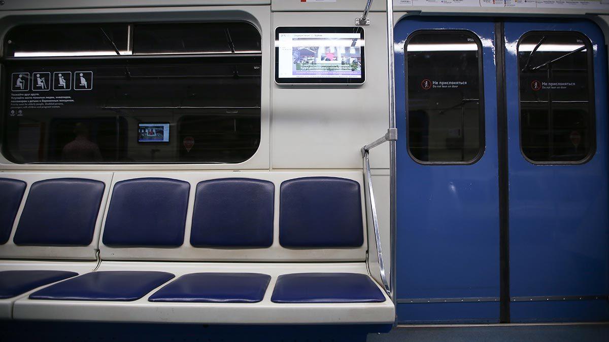 Телеэкраны в московском метро. Недавно агентство ТАСС получило одобрение президента на создание сети информационных цифровых экранов в метрополитенах, аэропортах и на вокзалах крупных городов