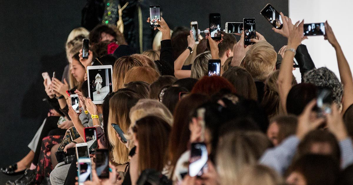 Смартфон – обязательный атрибут современного человека