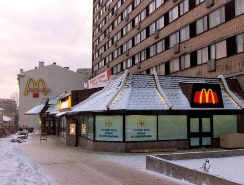 За день до открытия в McDonald's пригласили родителей всех сотрудников.