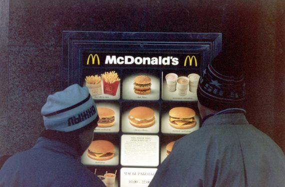 McDonald's везде старается придать меню национальный колорит. Придуманные в 90-е специально для России пирожки с ягодной начинкой успешно разошлись по другим странам. А появившиеся в то же время пирожки с картошкой и грибами успехом не пользовались. Сейчас компания снова предлагает их посетителям.