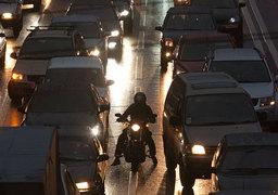 За последние годы в развитие дорожно-транспортной инфраструктуры вложено почти 1,5 трлн руб., а ситуация с пробками лучше не становится