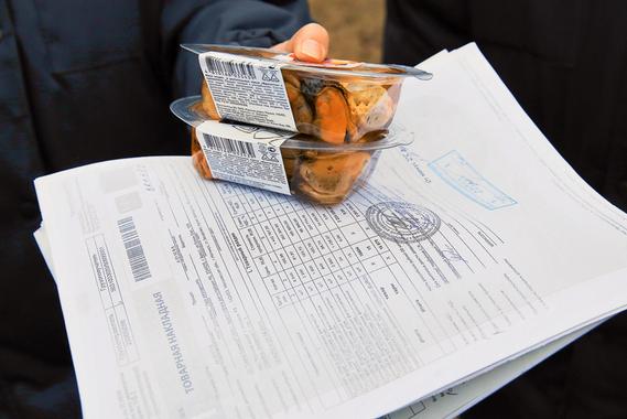 """У белорусских мидий, произведенных в Бресте на заводе """"Санта-Бремор"""" под брендом «Русское море» все документы в порядке. Дорога в Россию для этих морепродуктов открыта."""
