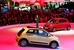 Новый Renault Twingo                                          Renault представила третье поколение компакта Twingo. Пятидверный городской хетчбек разработан на совместной платформе с Daimler, и использует редко применяемую в современном автостроении для маленьких автомобилей компоновку с расположенным сзади мотором и приводом на заднюю ось. Автомобиль будет выпускаться только в четырех цветах кузова, но с возможностями персонализации за счет цветных компонентов внешней отделки - боковых зеркал, молдингов и аппликаций на кузове.