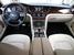 Исторически в автомобилях Bentley правая и левая половина центральной консоли всегда были симметричны, у Mulsanne эта симметрия сломана
