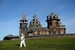 22 октября, Кижи                                          Призер и чемпион Карелии по бегу на длинные дистанции Петр Бодров принимает участие в эстафете олимпийского огня в музее-заповеднике Кижи