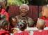 В 2004 г. Мандела официально прекратил участие в общественной и политической жизни, после чего его редко видели на публике