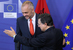 Албания и Евросоюз                                          Албания подала заявку на вступление в ЕС в 2009 г. Этому предшествовало подписание соглашения о стабилизации и ассоциации. В 2014 г. Албании был предоставлен официальный статус кандидата на вступление в ЕС, однако само по себе это еще не означает, что Албания скоро вступит в ЕС. Пока не называются даже приблизительные сроки присоединения к альянсу.