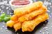 Под запрет России попали все сыры из ЕС, но не замороженный продукт «моцарелла для запекания»: сырные палочки в панировке, которые проходят по категории «разные пищевые продукты»
