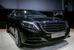 """Mercedes-Benz S 600 Guard                                      S 600 Guard на базе нового S-класса обновляет модельный ряд бронированных автомобилей Mercedes-Benz. Модель снабжена интегрированной спецзащитой класса VR9 (прозрачных и непрозрачных участков автомобиля). Броня рассчитана на то, чтобы выдержать выстрелы из армейских винтовок, защита способна противостоять осколкам ручных гранат и поражающим элементам взрывных устройств, может эффективно обезопасить пассажиров от террористических актов, поясняет производитель. Под капотом S 600 Guard бензиновый V12 (530 л. c., 830 Нм) с 7-ступенчатой АКП. Максимальная скорость из-за массы автомобиля ограничена электроникой на 210 км/ч. Кроме усиленной пневмоподвески и """"несдувающихся"""" шин Michelin PAX машина оснащена многочисленными опциями комфорта и пассивной безопасности."""