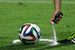 """Новые """"фишки"""" судей                                          К чемпионатам мира FIFA всегда готовит какие-то новшества, но в 2014 г. они оказались особенно заметны. Судьи обзавелись баллончиками с жидким мелом, которые помогают определить, не подходят ли защитники слишком близко к мячу во время розыгрыша штрафных, а также системой """"видеогол"""". Она с помощью видеоповтора дает понять, пересек ли мяч линию ворот. """"Видеогол"""" начал работать с первых же матчей - система показала, что не самый очевидный гол в матче Франция - Гондурас засчитан верно. Что, впрочем, не помешало обиженным гондурасцам сетовать на несправедливость."""