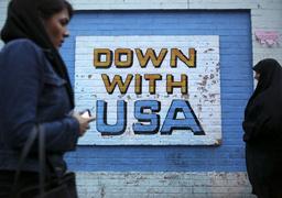 Надпись на стене покинутого посольства США в Тегеране
