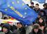 Митинг оппозиции в 2013 г.                                      Белоруссия никогда не считалась кандидатом в ЕС даже в отдаленной перспективе. Тем не менее, в 2009 г. Евросоюз пригласил Белоруссию в программу «Восточное партнерство», которая предполагает развитие связей ЕС с бывшими советскими республиками. После выборов 2010 г., когда Александр Лукашенко был переизбран на четвертый срок, отношения Белоруссии и ЕС ухудшились. В 2014 г. министр иностранных дел Белоруссии Владимир Макей заявлял, что в перспективе «нельзя исключить» вступление страны в ЕС, хотя «бежать сломя голову» в альянс Белоруссия не будет.
