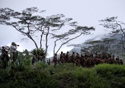 Себастьяно Сальгадо, герой фильма Вима Вендерса, фотографировал во многих местах земли, пока не разочаровался в людях