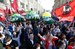 Участники первомайской демонстрации профсоюзов у Красной площади в Москве