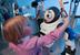 Ребенок с японским роботом KiBo v3.0
