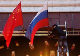 Переориентация на Китай также поможет минимизировать потери от санкций. В то же время доступное России пространство для политического маневра может заметно сузиться