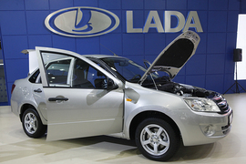 За I квартал 2014 г. в России было продано 32 493 Lada Granta, на 13% меньше, чем годом ранее. Цены на Lada Granta начинаются от 289 000 руб.