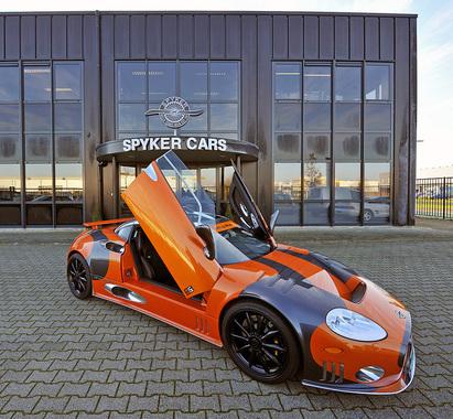 Spyker N.V.            В 2007 г. Антонов купил за 34,5 млн евро 29,9% акций компании, хотел запустить в производство две новые модели – спортивную Spyker c8 Aileron и кроссовер Spyker d12 Peking-to-Paris.           На фото: Spyker LM85.