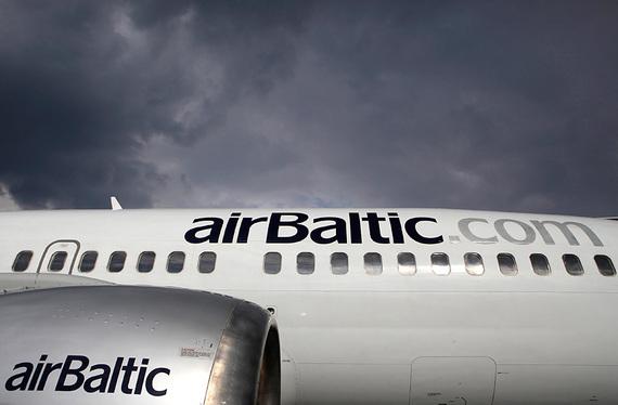 AirBaltic            Авиаперевозками Антонов, по собственному признанию, занялся вынужденно: Latvijas krajbanka выдал авиакомпании AirBaltic кредит на $10–15 млн, которые та обслуживать не смогла, а государство, у которого был контрольный пакет перевозчика, выдавать гарантии по долгам отказалось. И в 2008 г. 47,2% AirBaltic на кредит в Latvijas krajbanka выкупил президент компании Бертольд Флик. Пакет был оформлен на Baltijas aviacijas sistemas, которая стала управляющим акционером компании, а через год 50% в самой BAS приобрела некая Taurus. Антонов признался, что является бенефициаром Taurus, только в конце 2011 г., когда лишился бизнеса. Покупка и финансирование AirBaltic обошлись ему в $100 млн.