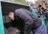 Бойцы спецназа МВД вывели Удальцова из квартиры и посадили в микроавтобус.