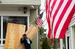 Владельцы защищают свои дома, Westhampton Beach, Нью-Йорк.