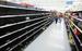 Пустые полки в магазине Wal-Mart, Нью-Йорк.