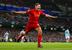 Капитан и легенда Liverpool Стивен Джеррард - лицо рекламы Standard Chartered Bank