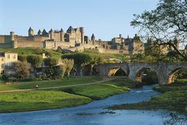 Эффектно выглядящий Каркассон - наследие XIX века. Исторический замок в 1209 году был полностью снесен.