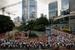 Гонконг                                      По подсчетам Knight Frank, с конца 2009 г. власти Гонконга предприняли не менее 15 различных шагов, призванных ограничить темпы роста цен на недвижимость, исчислявшиеся двузначными числами. В июне сотни людей собрались перед зданием правительства с лозунгами, призывающими прекратить вмешательство государства в рыночные отношения.