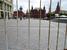 Манежная площадь со стороны Моховой остается огороженной, но скопления людей по периметру площади нет
