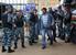 Сотрудники правоохранительных органов проверяют документы у граждан на территории Кунцевского рынка в Москве