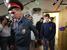 Магомед Магомедов (справа), подозреваемый в изнасиловании 15-летней девочки, которого с дракой задержали на Матвеевском рынке, после рассмотрения ходатайства об аресте в Дорогомиловском суде