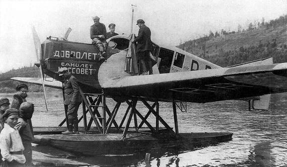 17 марта 1923 г. было учреждено АО «Добролет», которое являлось коммерческой компанией, выполнявшей внутренние и международные авиаперевозки пассажиров и почтыНа фото: гидроплан  АО «Добролет»