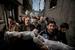 Пол Хансен, Швеция, для Dagens Nyheter                                           20 ноября 2012, г. Газа, палестинские территории                     Родственники несут тела двухлетнего Сухаиба Хиджази и его старшего брата Мухаммада, которому было почти четыре, для погребального обряда в мечеть в городе Газе. Дети погибли при обстреле израильской авиации 19 ноября, когда их дом был разрушен снарядом.  Их отец Фуад также был убит, а мать и четверо братьев и сестер были тяжело ранены. Израиль начал активную наступательную операцию в секторе Газа, находящемся под контролем движения ХАМАС, в ответ на продолжающиеся обстрелы израильской территории со стороны палестинских военизированных формирований.                      В первые дни наступательной операции Израиль наносил удары по целям военно-стратегического значения, но позже зона обстрелов расширилась, в нее стали попадать также жилые районы, в которых, предположительно, укрывались боевики ХАМАС. До 21 ноября, когда было достигнуто соглашение о прекращении огня, в Газе погибло более 150 человек. По имеющимся данным, среди погибших было 103 мирных жителя, не менее                     30 из них – дети.