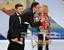 """Гран-при за фильм Этана и Джоэла Коэнов """"Внутри Льюина Дэвиса"""" вышел получать исполнитель главной роли Оскар Айзек (слева). Коэны приехать на церемонию не смогли."""