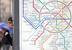 На открытом воздухе на расстоянии менее чем 15 м от входов в железнодорожные вокзалы, автовокзалы, аэропорты, морские и речные порты, станции метро