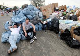 Деятельность неполитических НКО   существенно повышает шансы на построение демократии. На фото: сбор помощи для пострадавших от наводнения в Крымске