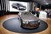 Новый Bentley Flying Spur                                          Другой британский люксовый бренд — Bentley, входящий в группу Volkswagen, — показывает на автошоу новое поколение седана Flying Spur. У машины актуализирована внешность и полностью переработан салон и оборудование машины, включая мультимедийную начинку. Силовой агрегат остался тем же — 6,0 л W12 с двумя турбонагнетателями, — но прибавил в мощности, что позволяет компании величать новый седан «самым мощным четырехдверным автомобилем в истории марки».