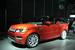 Новый Range Rover Sport                                          Британская Jaguar Land Rover представила в рамках автосалона в Нью-Йорке новый Range Rover Sport. Внедорожник, занимающий вторую позицию в модельном ряду компании (флагман - Range Rover) станет самым быстрым и маневренным Land Rover за всю историю бренда, заявила компания. У машины новый дизайн и, как и у представленного в прошлом году Range Rover, полностью алюминиевый кузов, снизивший массу машины на 420 кг в сравнении с предыдущей моделью. Новый салон сделан в актуальном стиле марки, добавлен третий ряд сидений (складываются электроприводами), передние кресла регулируются сервоприводами по 14 параметрам. Машина оснащена многочисленными системами безопасности и помощи вождения, например у водителя появится цветная проекция показаний приборов и навигации на лобовое стекло в помощью лазеров. Самым мощным мотором для линейки Range Rover Sport станет турбированный V8 мощностью 510 л.с.                     Смотрите галерею на Vedomosti.ru