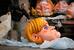 Фигуру канцлера Германии Ангелы Меркель готовят к карнавалу в Ницце, Франция.
