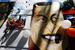 Плакат с изображением президента Венесуэлы Уго Чавеса на карнавале в Каракасе, Венесуэла.