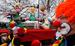 Композиция из фигур президента России Владимира Путина, участницы группы Pussy Riot и священника на карнавале в Дюссельдорфе, Германия.