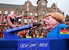 Фигуры греческого жителя и канцлера Германии Ангелы Меркель, Дюссельдорф, Германия.