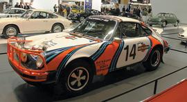 Porsche,  отмечающая 50-летие 911-й  модели, представила в Париже большую заводскую  экспозицию